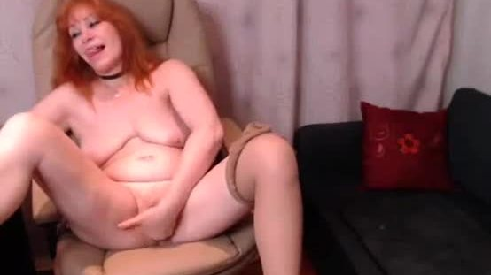 Mifl mom masturbating on cam